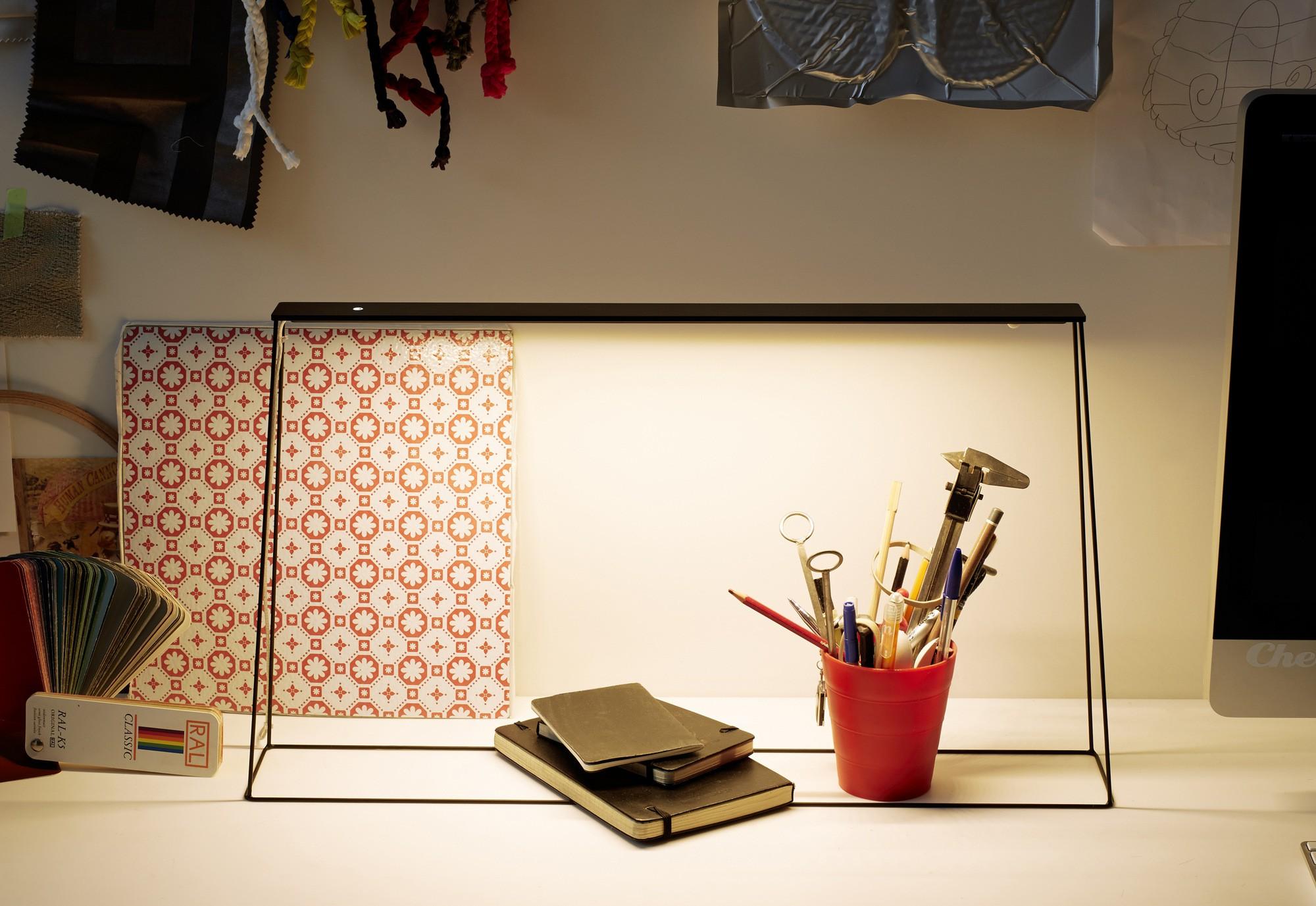 Lampe de bureau led fine blanc arpel lighting comptoir des