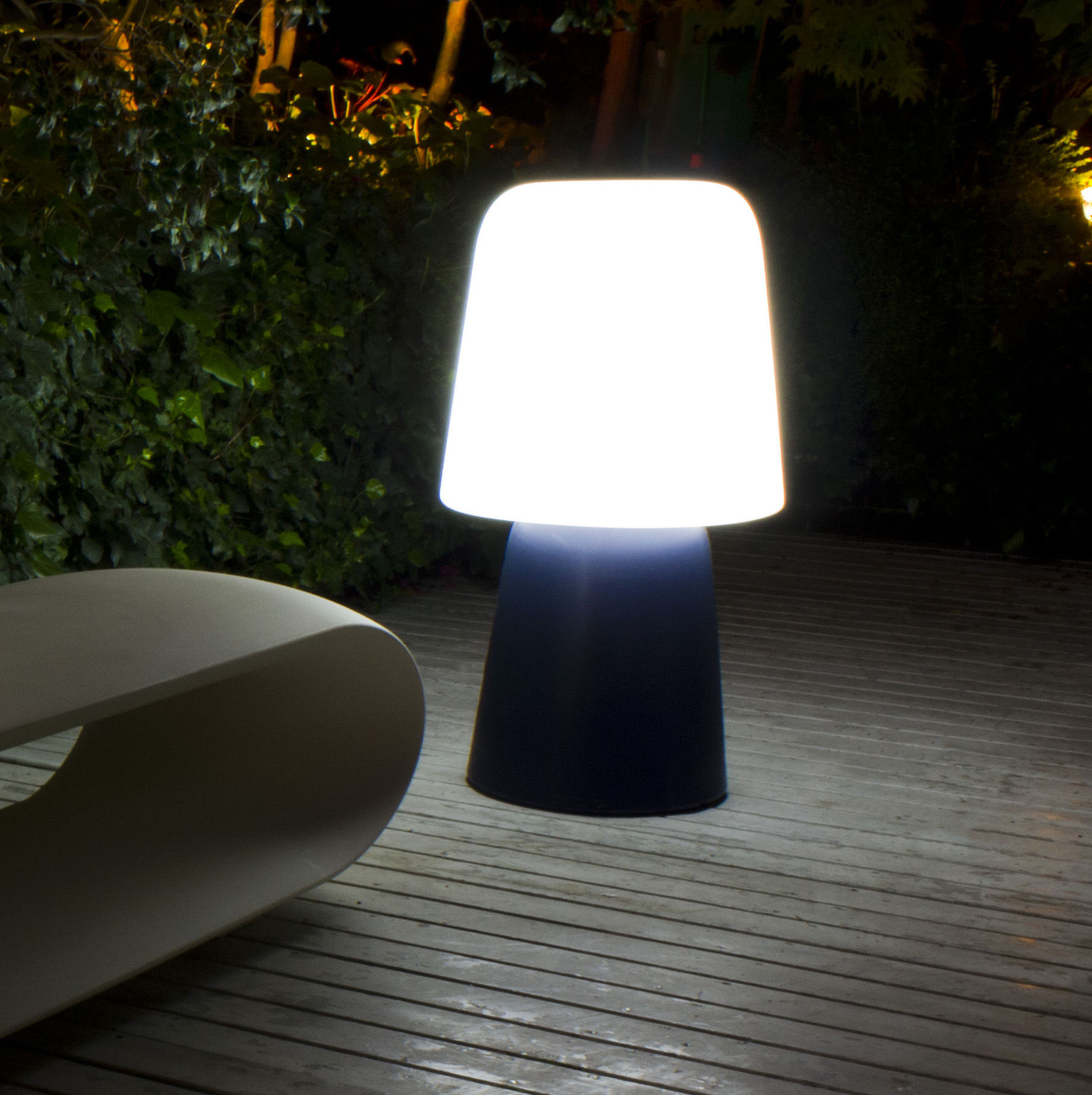 C 39 est le moment d 39 installer vos luminaires d 39 ext rieur for Lampe exterieur pour pergola